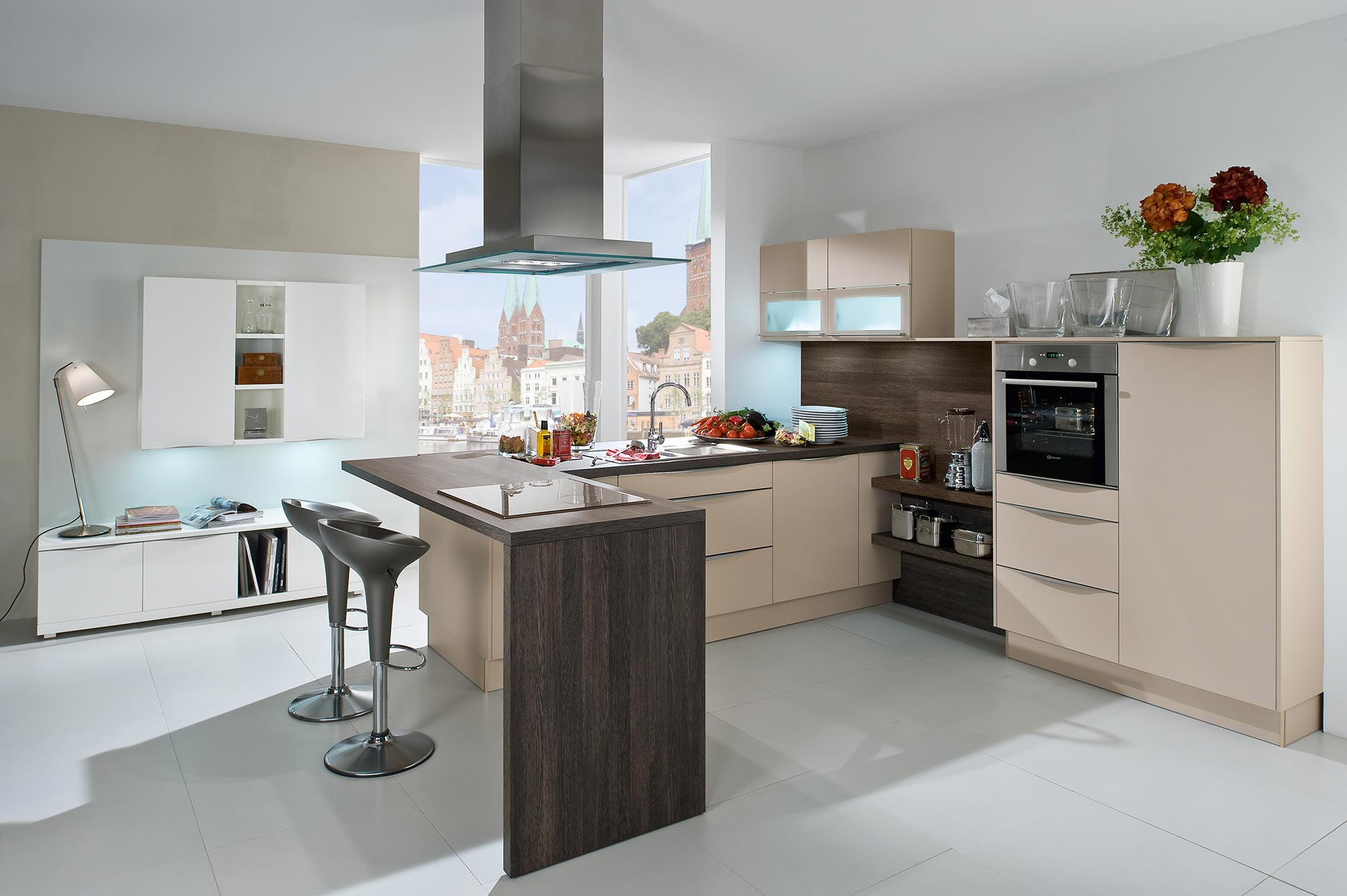 Kitchens bedford hertfordshire bedfordshire fitted - Cuisine avec bar table ...